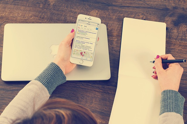 Osnove iskanja zaposlitve preko družbenih medijev – preglednost, vljudnost, bonton